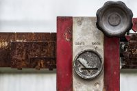 Orchideeënhoeve, agriculture, balance, balans, counterpoise, equilibrium, equipoise, evenwicht, gauge, gear, gereedschap, gewicht, gewichten, handel, heft, instrument, kilo, kilogram, kit, landbouw, load, loads, measure, meten, meter, roest, roestig, rust, rusted, rusty, scale, scales, tool, tools, trade, tuincentrum, utensils, verroest, waag, weegschaal, wegen, weigh, weighs, weight, weights